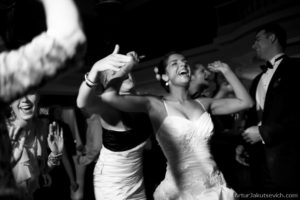 danca and emotions on wedding day