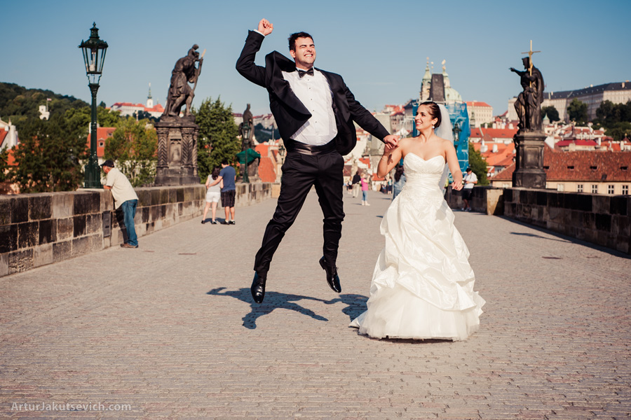Wedding photo in Prague on Charles Bridge