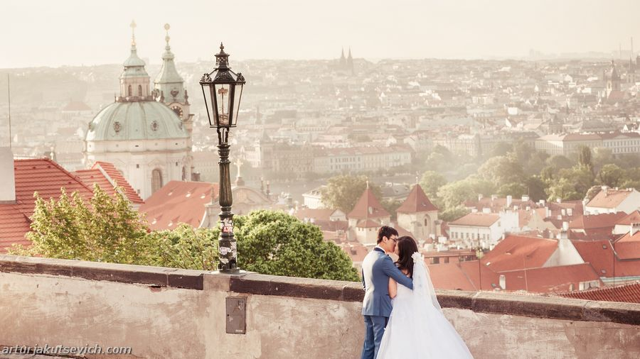 Destination wedding photographer in Paris and Prague