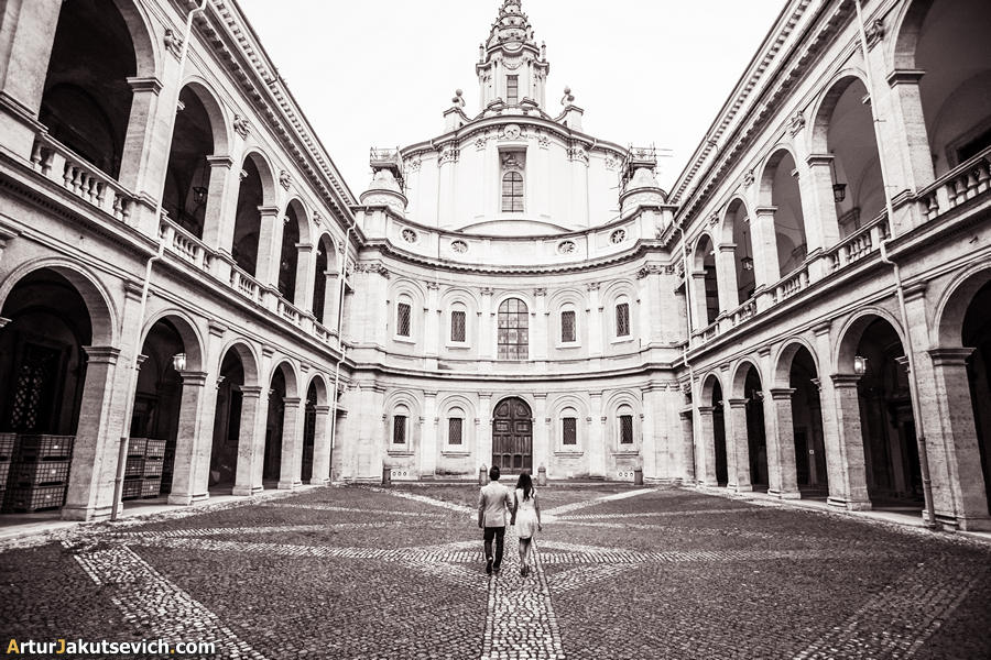 Pre wedding photography in Rome - engagement in Italy