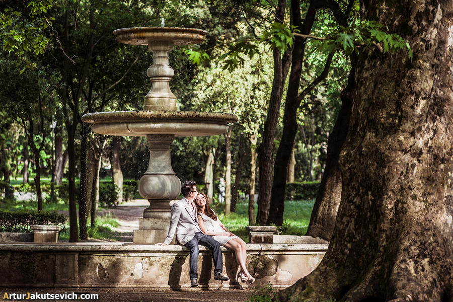 Villa Borghese in Rome engagement photo in Italy Engagement in Italy pre wedding photography in Rome