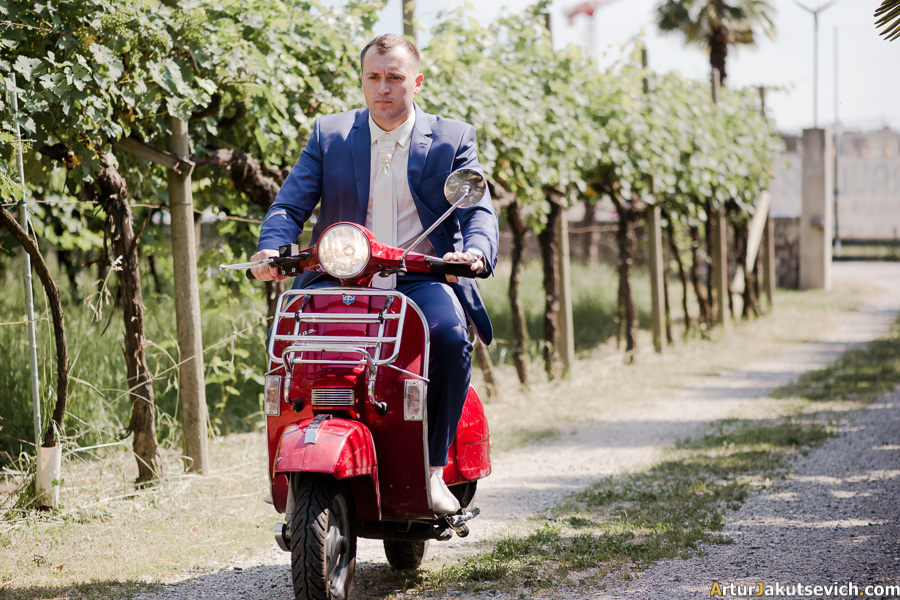 Italy Vespa wedding photos