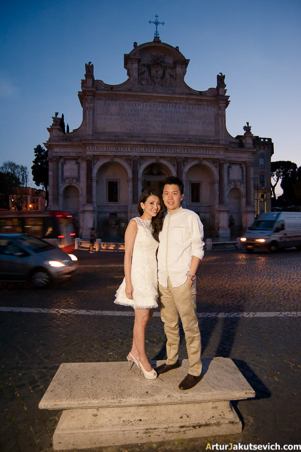 Night Rome engagement photo shooting