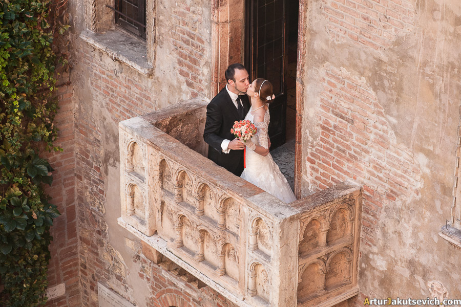 Romantic honeymoon photography in Italy