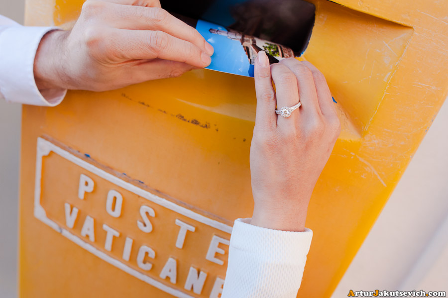 How to send a postcard in Vatican