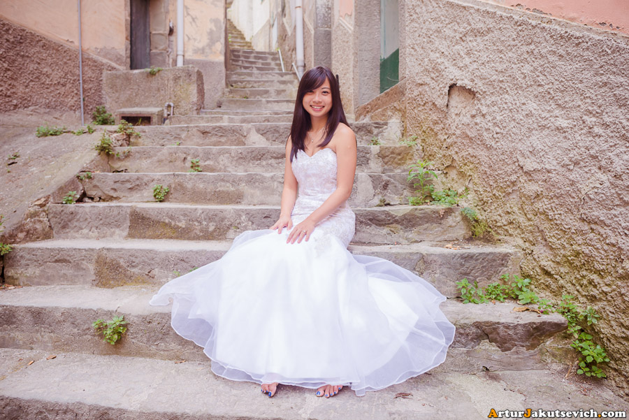 Lovely bride from Singapore in Riomaggiore in Italy