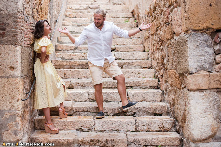 Happy couple in Tarragona photo shooting