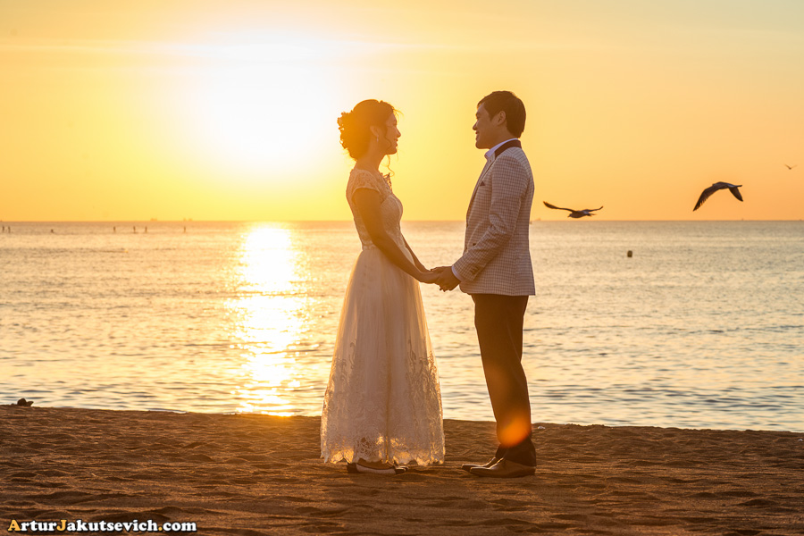 romantic photo shooting in Barcelona at sea side