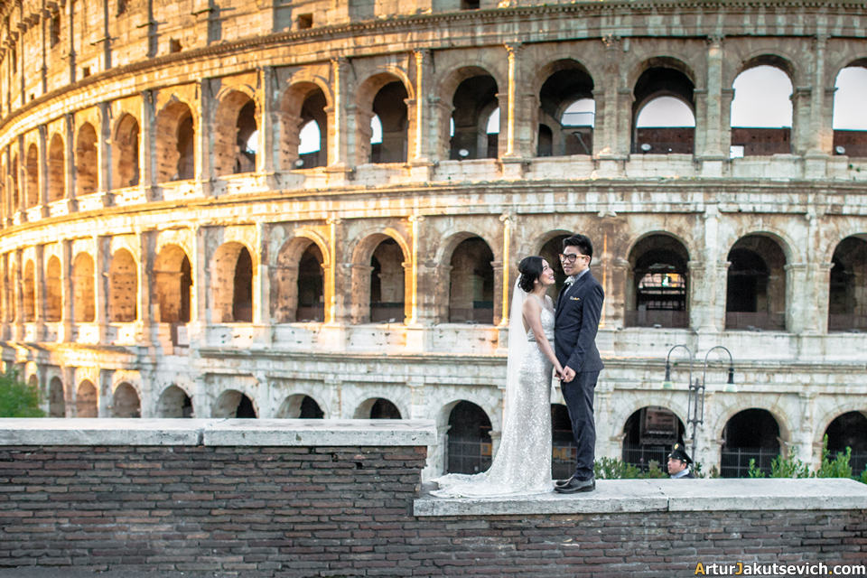 Romantic photos in Rome with Colosseum